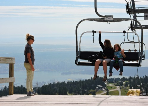 Grouse_Mountain_traveling_islanders